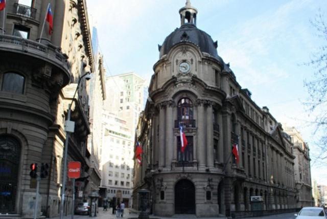 Bolsa chilena entre las top ten de rentabilidad y flujos en acciones ven impulso en últimas semanas