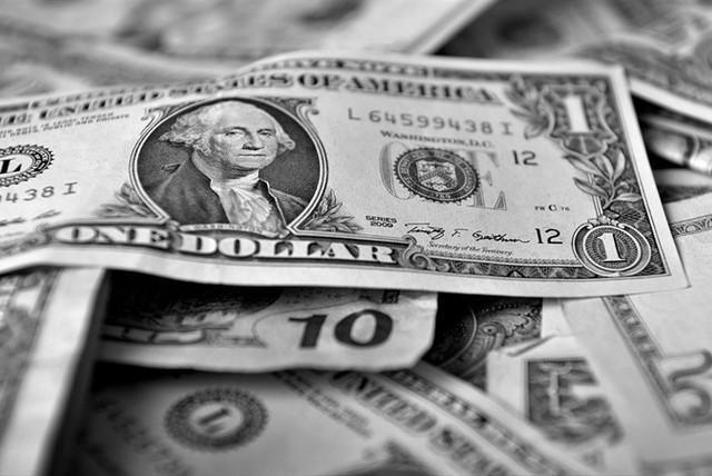 Mercado atento: dólar podría caer de $ 600 esta semana y bolsa se acerca a 6.000 puntos