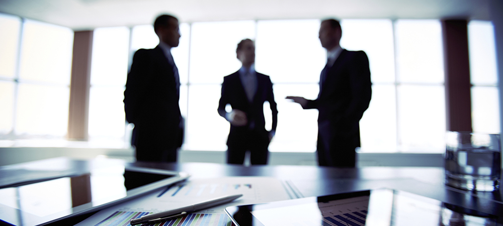 Silueta hombres reunidos - Fondos Mutuos - Cartera Asesorada
