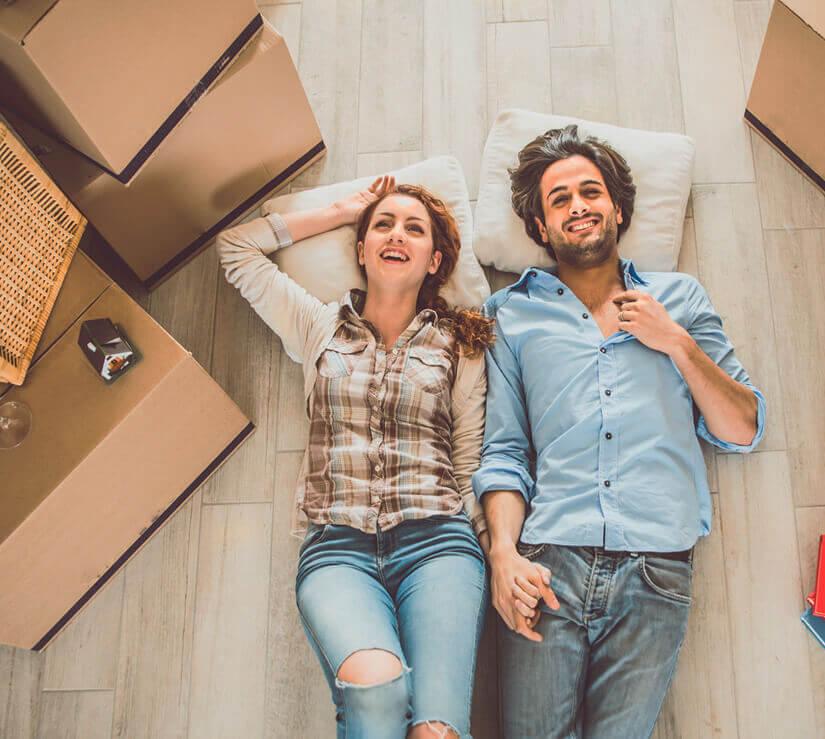 Imagen mobile Crédito Hipotecario Bci, más fácil que nunca. Pareja mudándose a casa nueva