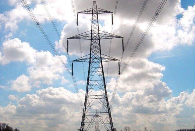 Alza de acciones de eléctricas impulsan repunte del IPSA